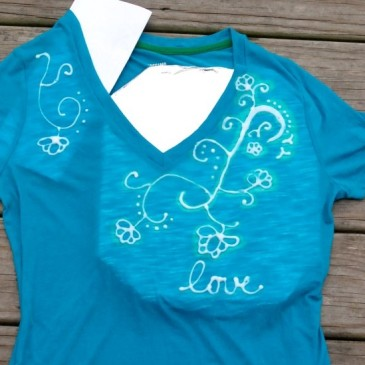 Wednesday, October 28 – Craft Class: Decorate a T-Shirt