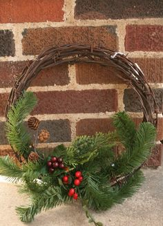 Wednesday, December 9 – Make a Wire Wreath and Picture Frame Wreath